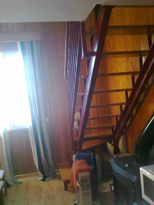 Escaleras en el salón