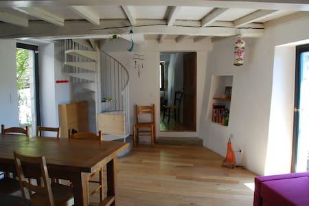 Gîte/maison au coeur du vieux village de Mirabel - Crest - Casa