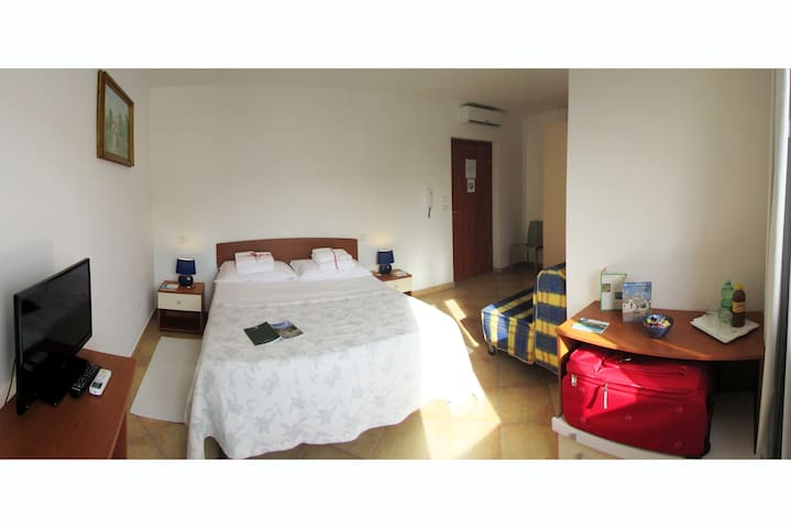 Monelli, Double room with Sofà Bed - Diso - Bed & Breakfast