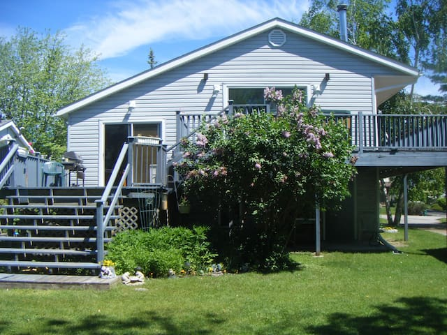 Spacious House with Private Beach Access - Innisfil - Casa