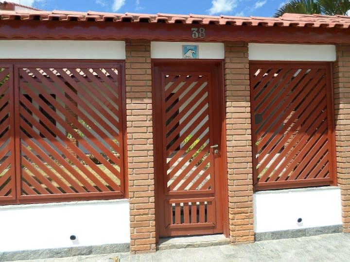Casa com piscina a 30 mts da praia em Peruíbe - SP