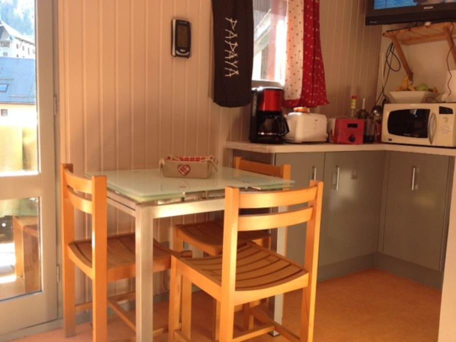 coin cuisine avec nouvelle table à rallonges