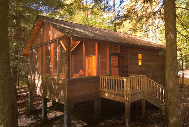 Private, secluded cabin in the woods with Hot tub