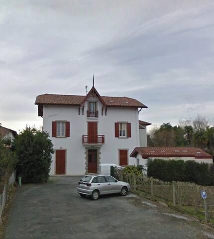 Coquet Appartement à Cambo Les Bains