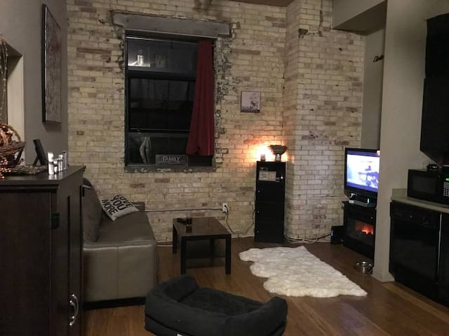 Downtown Loft - Sleeps 6 - Walk everywhere!