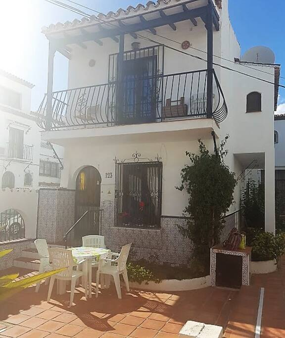 Casa Blanca Bonita, Front