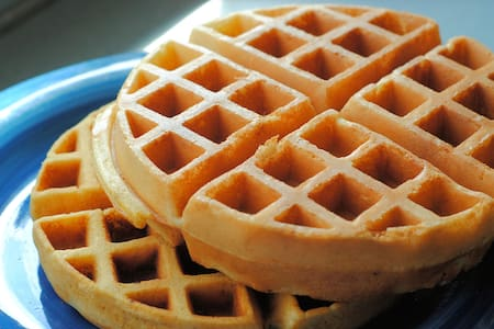 1 mi from Hwy 101 & Waffle-toast-juice & more! - Casa