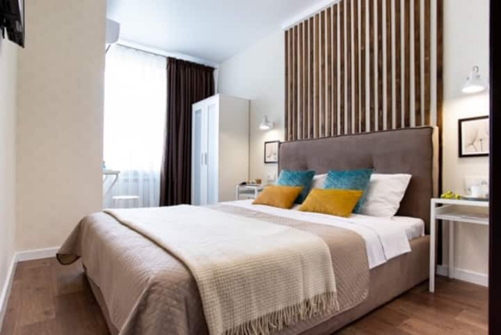 Spacious & modern 2 bedrooms apartment , center!