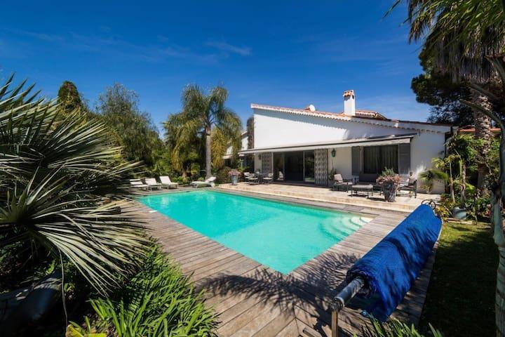 Villa au Cap d'Antibes à 100m de la mer