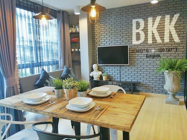 BKK LOCAL STREET ART, 24hr food, near MRT 10 min.