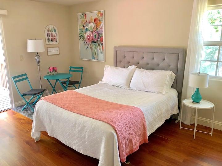 Forest Suite Bed/Bathroom/Deck