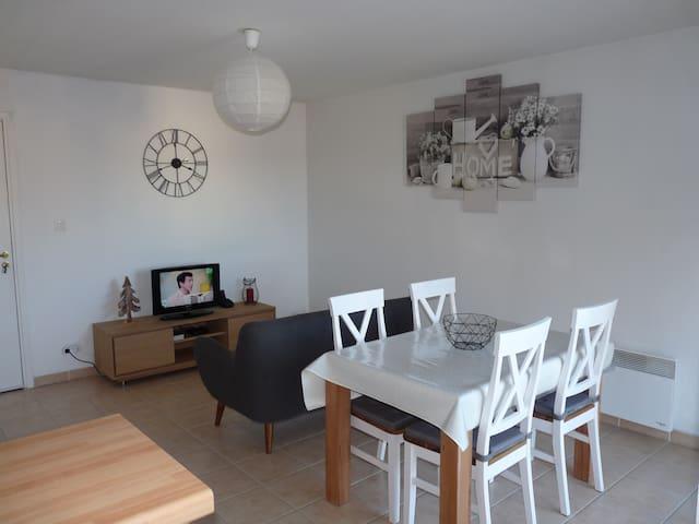 Charmant Appartement avec Piscine et Balcon - L'Isle-sur-la-Sorgue - Pis