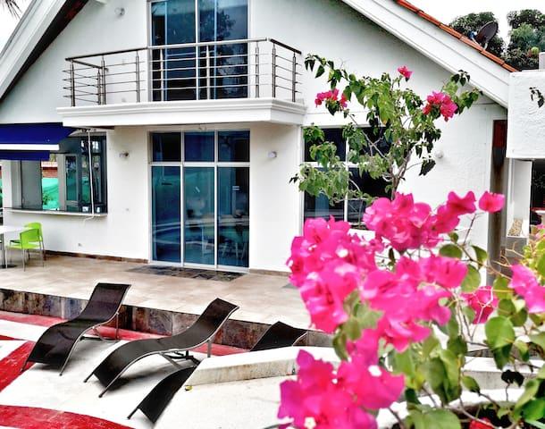 Palmarito Pool House
