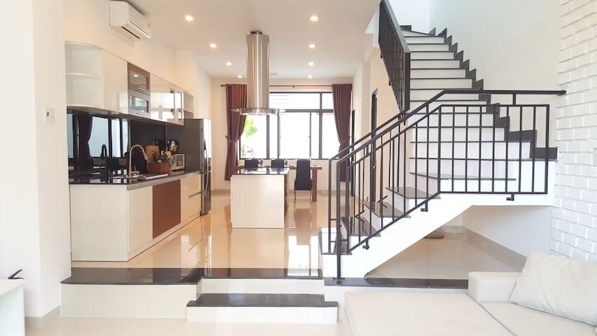 Newly-Built Modern Villa, 3BR, 7min walk to beach - Da Nang - Vila