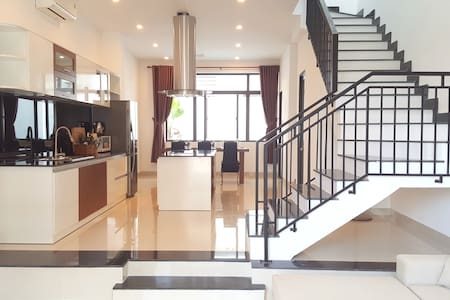 Newly-Built Modern Villa, 3BR, 7min walk to beach - Da Nang