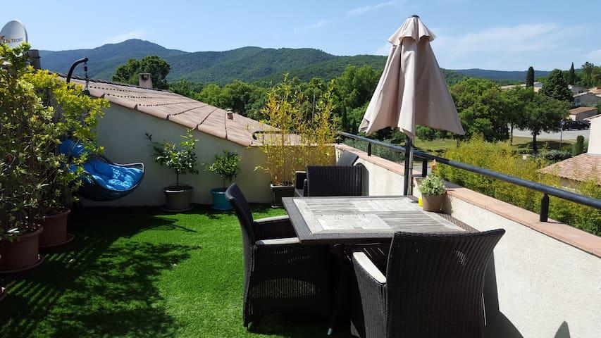 Appartement calme et lumineux avec vue collines - La Mole - Pis