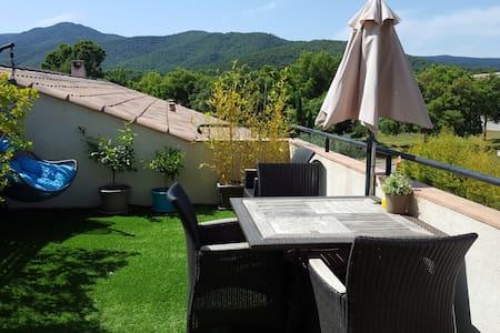 Appartement calme et lumineux avec vue collines - La Mole