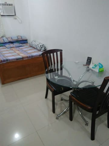 617 Pinecrest Condominium Studio-type unit - Quezon City - Apartment