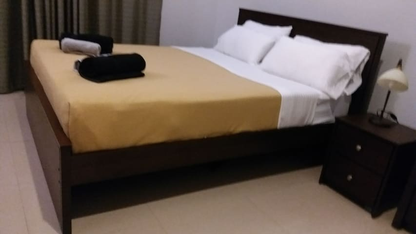 TJ'S Aariyeh 2Bdr luxury Service Apartment Colombo