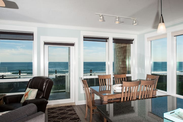 Sand Dollar - Corner Oceanfront Condo, Hot Tub!