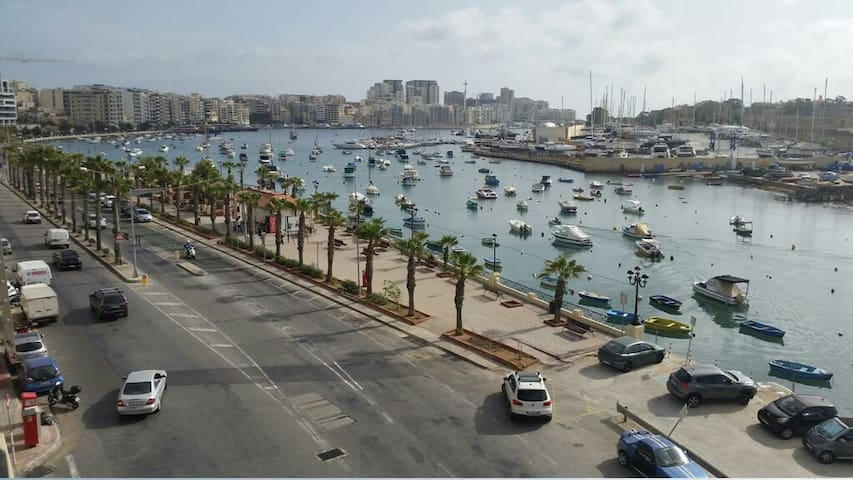 Gzira 2 bedroom apartment by the seafront