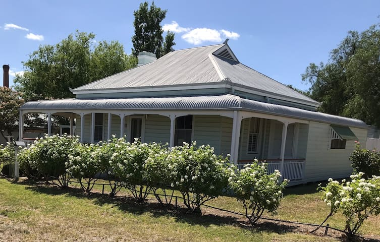 Unique weatherboard cottage