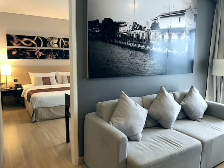Straits Suites - King Bed+Living Hall