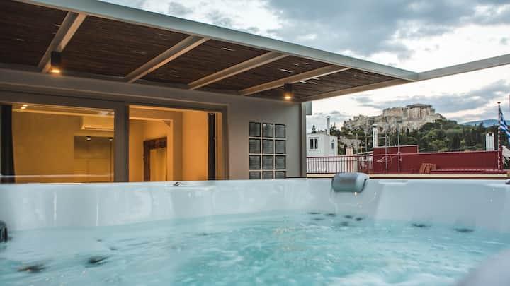 Senior - Acropolis Luxury 3-Bdr Suite with outdoor Jacuzzi