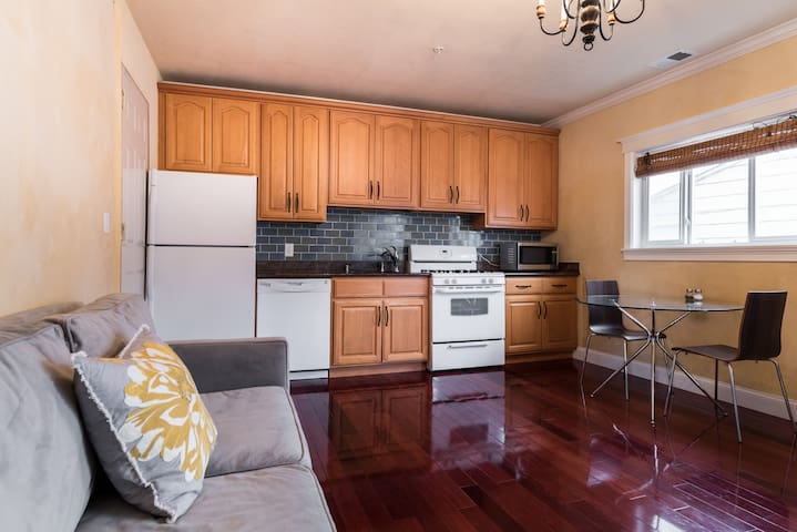 Nice 1 bedroom home with parking
