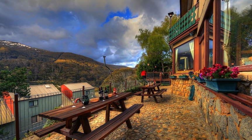 Candlelight Lodge, Thredbo Village - Thredbo - Bed & Breakfast