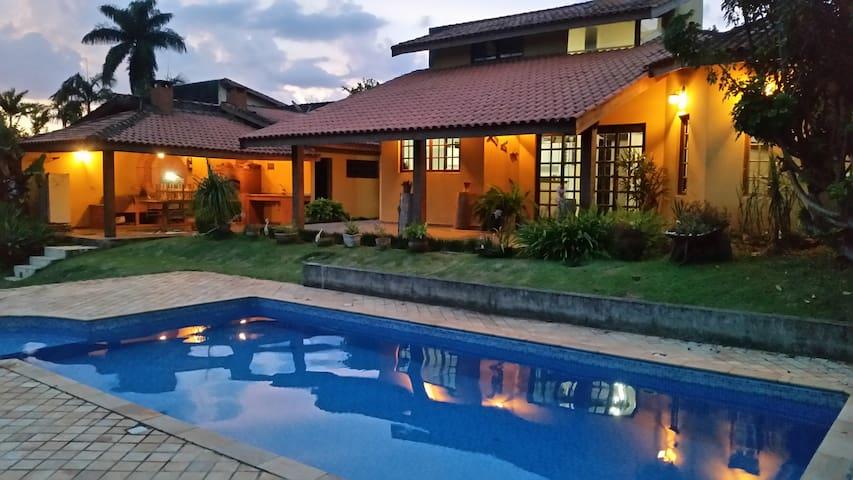 Lindo Sitio em Atibaia com piscina e mini campo