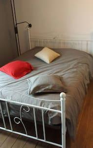1 chambre avec salle de bain  - Sainte-Florine