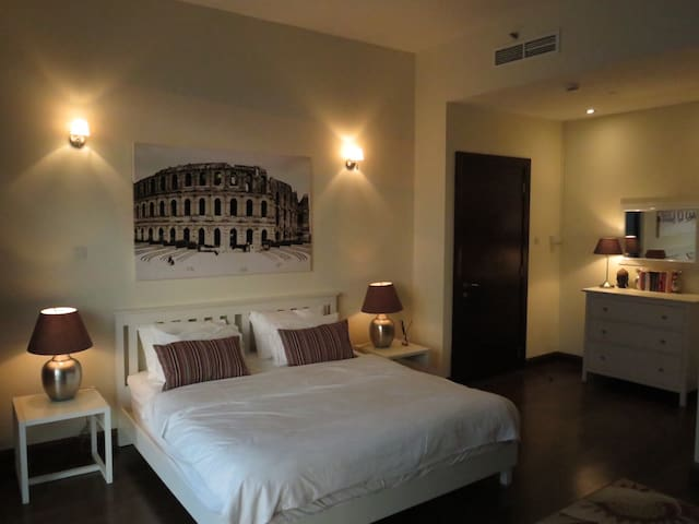 Master Ensuite Bedroom in Luxury Duplex Apartment - Dubai - Apartamento