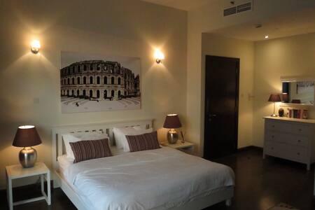 Master Ensuite Bedroom in Luxury Duplex Apartment - 迪拜