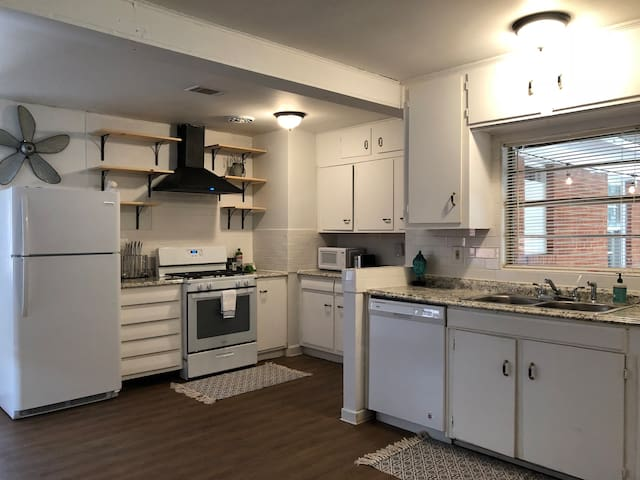 Darling Little Bungalow at Surrey Center!
