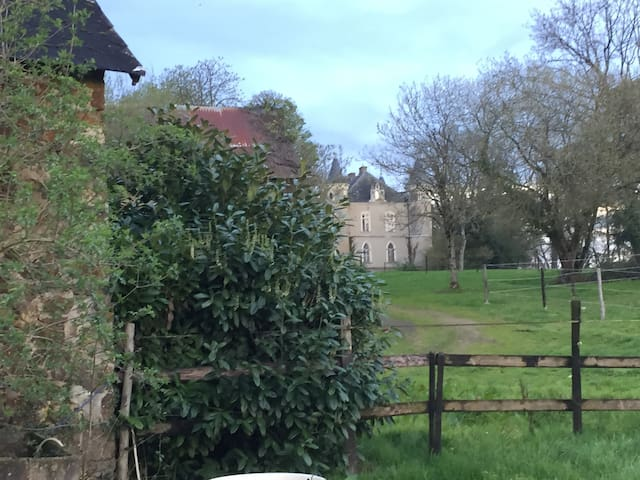 Pretty farmhouse on the property of Chateau - Maisoncelles-du-Maine - Rumah