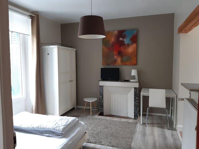 Studio Lorient centre-ville (wifi gratuit)