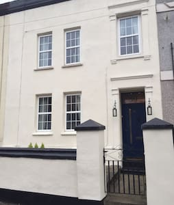 5 bed Large Victorian House c1850 - Aldershot - Casa