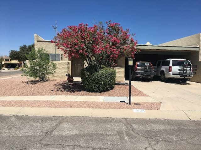3 bdrm 2ba townhouse East Tucson with view