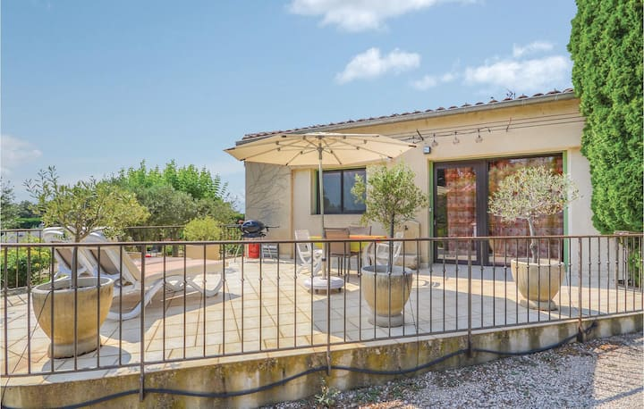Amazing home in Vacqueyras with WiFi and 1 Bedrooms