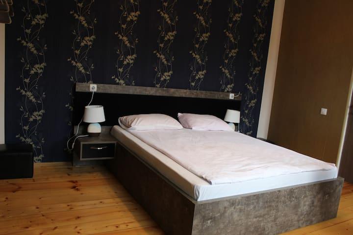 Homestay Lela and Mari - Double Blue Room №1