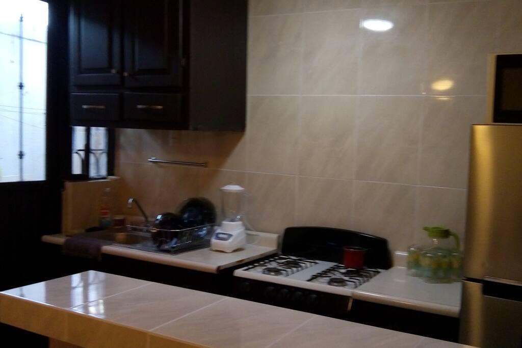 cocina equipada y utensilios  trastes
