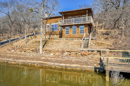 Inviting 3BR Waterfront Chico Cabin - Cottage
