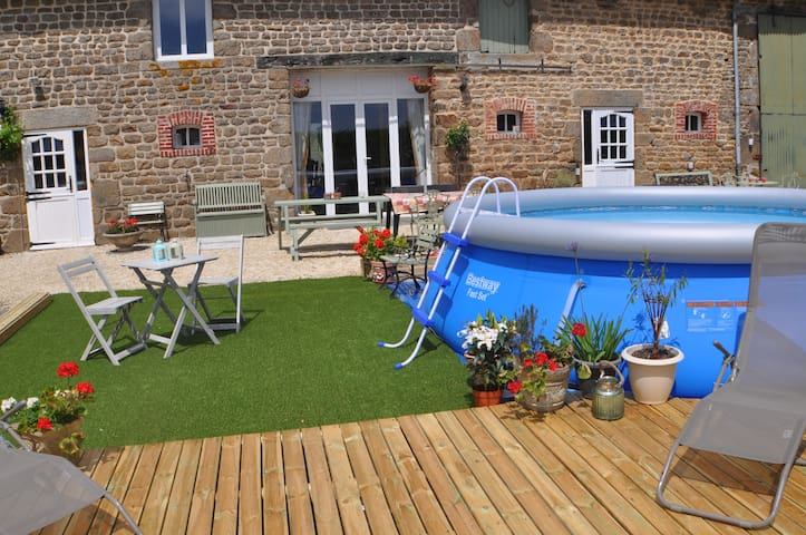 Large 6 bed farmhouse in rural Normandy.
