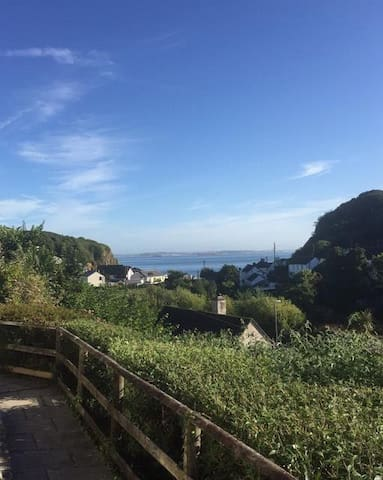 Cosy sea view apartment in Porthallow