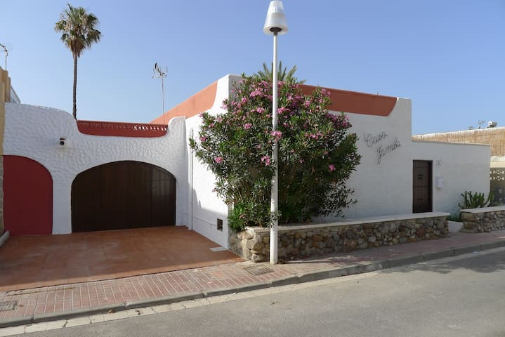 Casa Jamila, 3 bedroom villa by the sea, sleeps 7 - Almería - Vila
