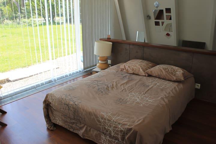 Chambre avec vu sur étang