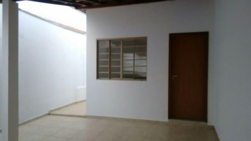 Casa ou quartos para aluguéis no paraíso de Minas