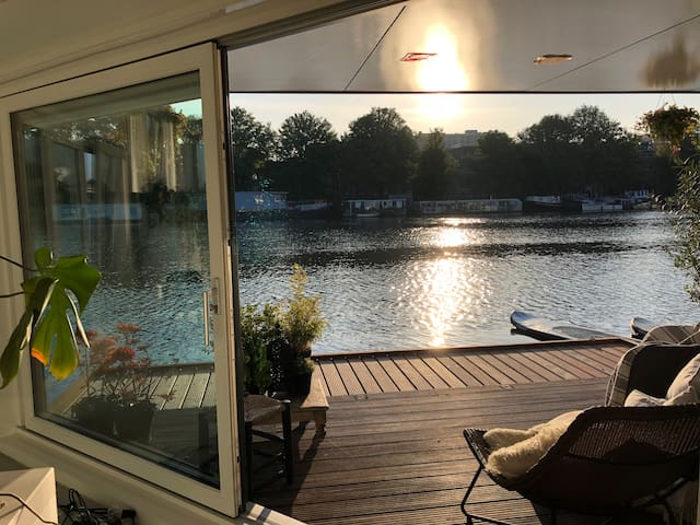 Amazing luxurious sunny houseboat on Amstel river