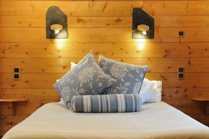 Hôtel de charme   La Grange Aux Marmottes - Viscos - Boetiekhotel